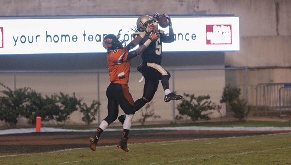 Tony Waits / The Prentiss Headlight - Tra Darren Cook makes a death-defying leap to secure the State Football Championship for the Bassfield Yellowjackets.