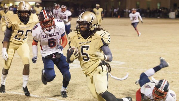 Tony Waits / The Prentiss Headlight – Senior Yellowjacket Tra Darren Cook played a spectacular game Friday night easily out-maneuvering an East Marion Eagle.